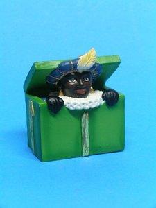 Zwarte Piet in kist